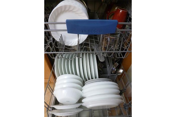 Có nên mua máy rửa chén cho gia đình?