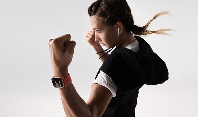 Nghe nhạc mọi lúc mọi nơi Apple Watch Series 5 GPS, 44mm viền nhôm xám dây cao su đenMWVF2VN/A